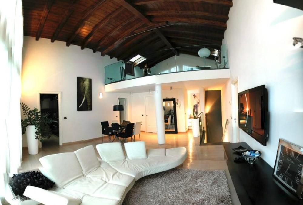Magnifico Loft in borgo post-industriale, Modena Est. Ristrutturato. Vendita