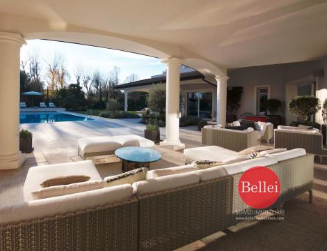 Splendida villa in stile, unica nel suo genere, a pochi km da Modena
