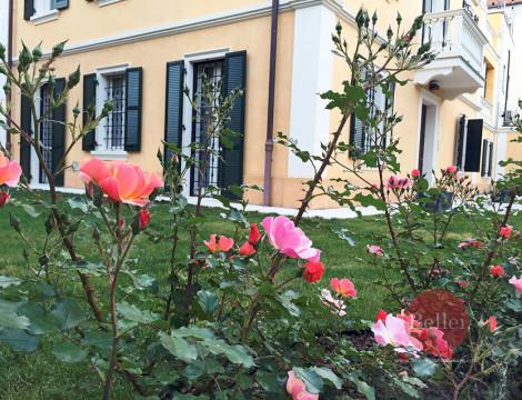 Prestigiosa villa del '900 a Modena, connubio di architettura, design e tecnologia