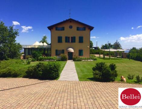 Casolare situato sulle colline di Casalgrande Alto ideale per attività Bed & Breakfast