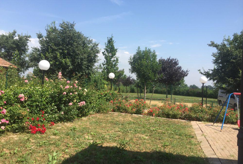 Beautiful garden apartment in the village of Vigne